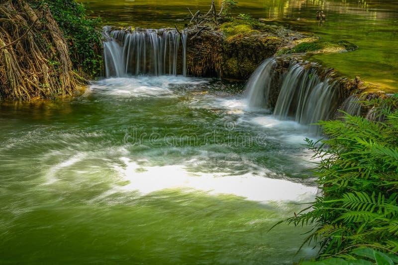 Chet Sao Noi vattenfall i Khao Yai Nationalpark Saraburi, Thailand royaltyfri bild