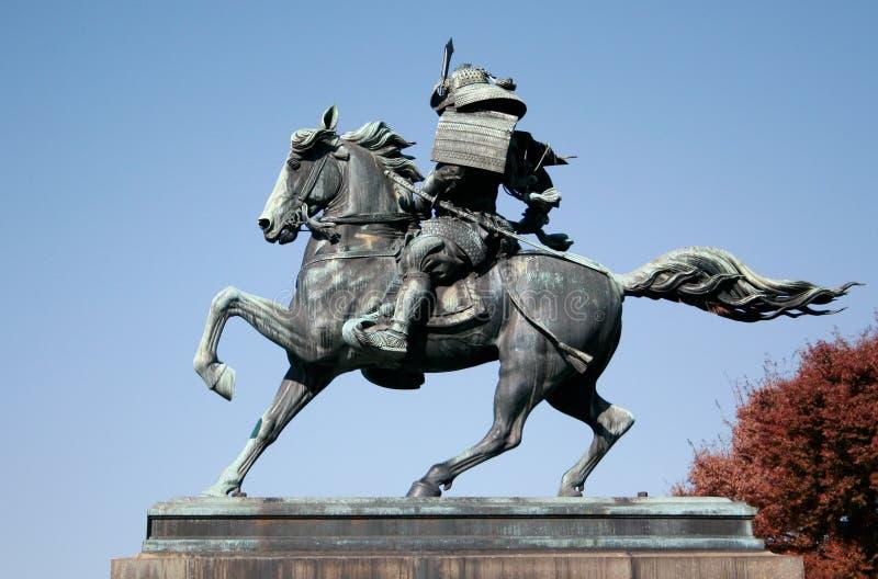 Cheval d'équitation de samouraï images libres de droits