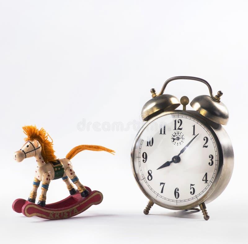 Cheval de basculage et réveil photographie stock libre de droits