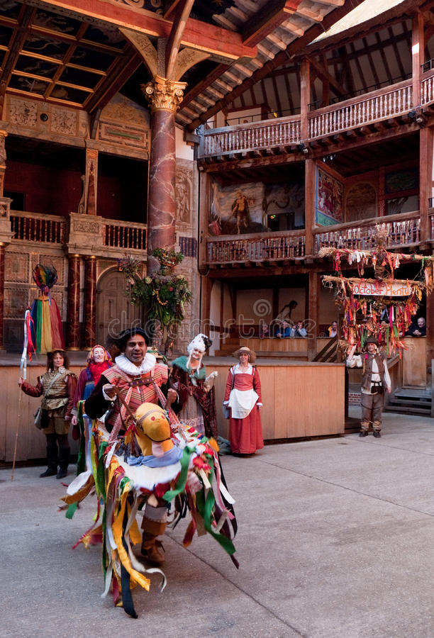 Cheval de passe-temps, théâtre de globe, beaucoup Londres d'octobre image libre de droits