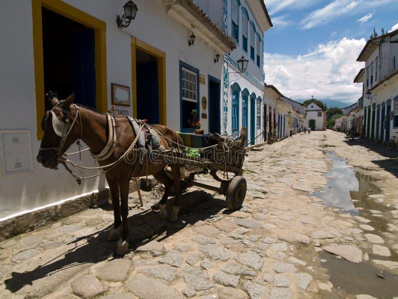 Cheval et chariot, Paraty, Brésil. photographie stock