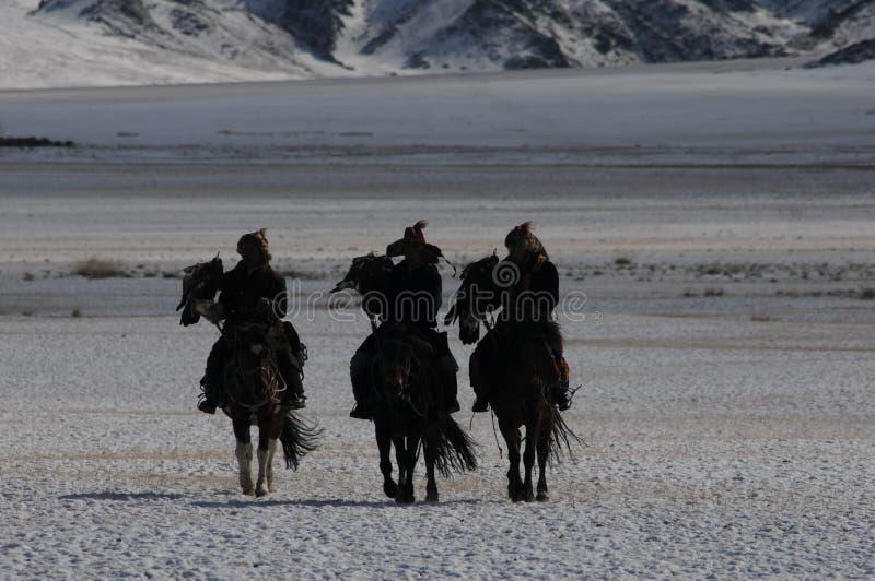 Cheval mongol dans les montagnes pendant le festival d'aigle d'or image libre de droits