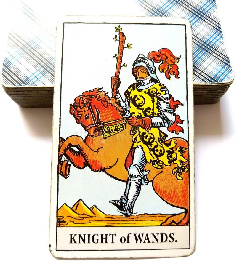Chevalier de carte de tarot de baguettes magiques images libres de droits