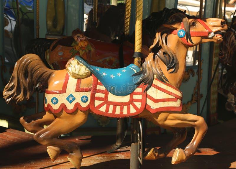 Chevaux sur un champ de foire traditionnel Le Carrousel en Bryant Park, Midtown Manhattan photographie stock