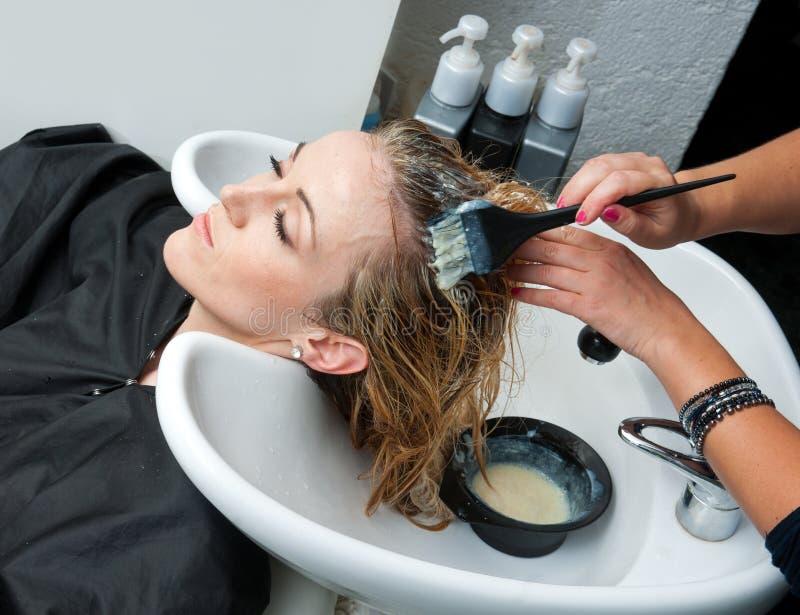 Cheveu de coloration images stock