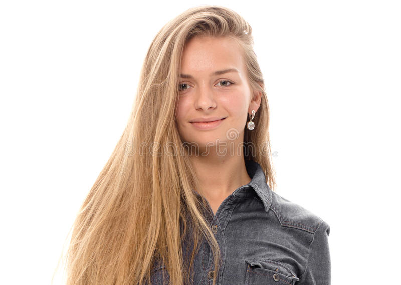 Cheveux blonds de beau modèle de fille posant le studio image stock