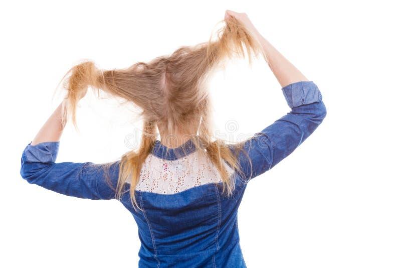 Cheveux furieux de traction de femme hors de tête photographie stock libre de droits