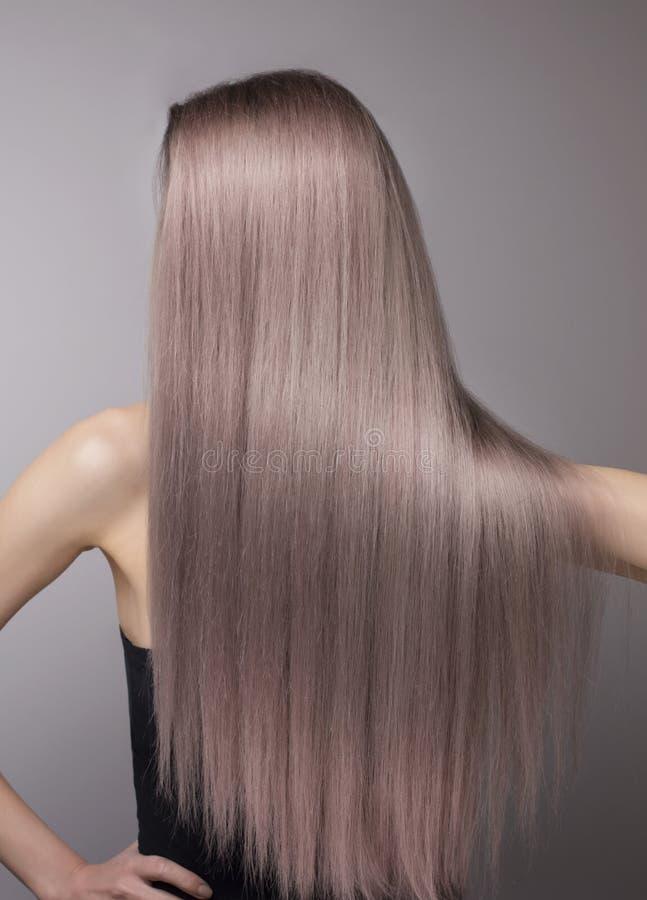 Cheveux pourpres blonds froids parfaits anonymes photographie stock libre de droits