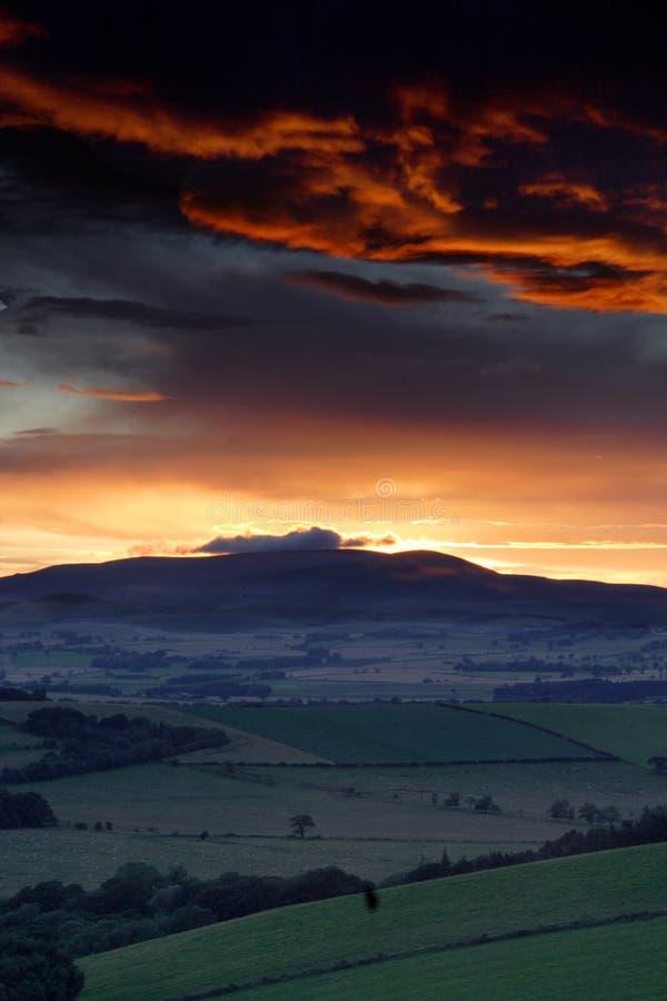cheviot λόφοι πέρα από το ηλιοβασίλεμα στοκ φωτογραφίες