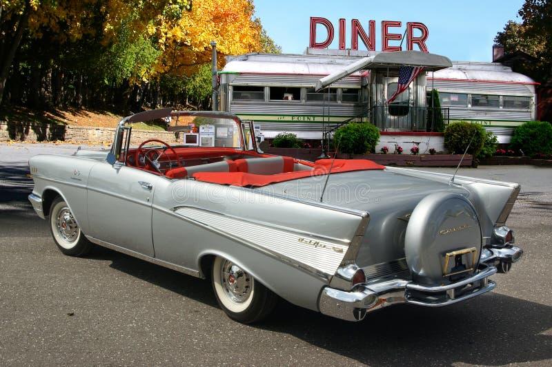 1957 Chevrolet Belair μετατρέψιμο στο γευματίζοντα στοκ εικόνες