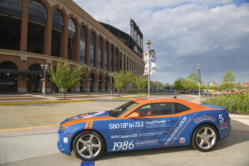 Chevrolet Camaro Mets Special Edition Car In The Front Of The Citi
