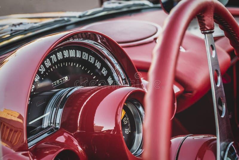 Chevrolet Corvette klassisk röd 1959 royaltyfria bilder