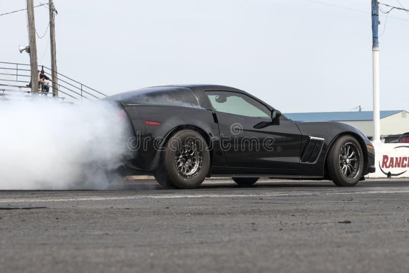 Chevrolet Corvette na ação na trilha imagem de stock royalty free