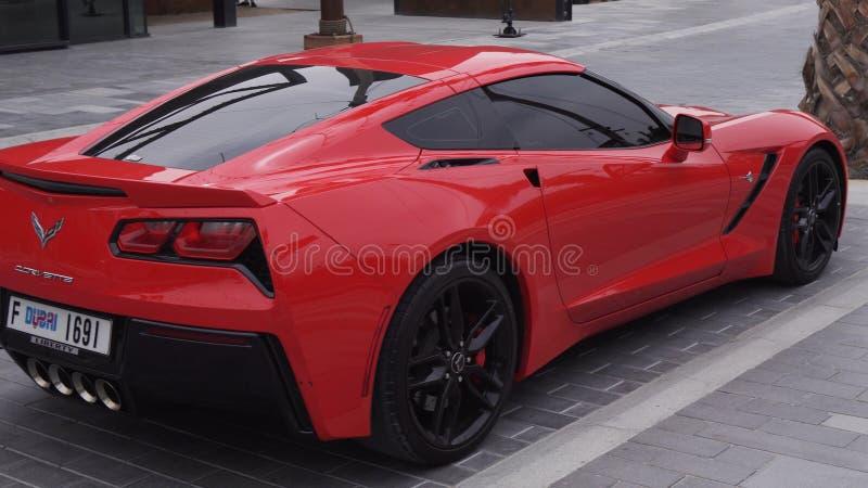 Chevrolet Corvette Sportauto im neuen Strand- und Unterhaltungsraum La Mer lizenzfreie stockbilder