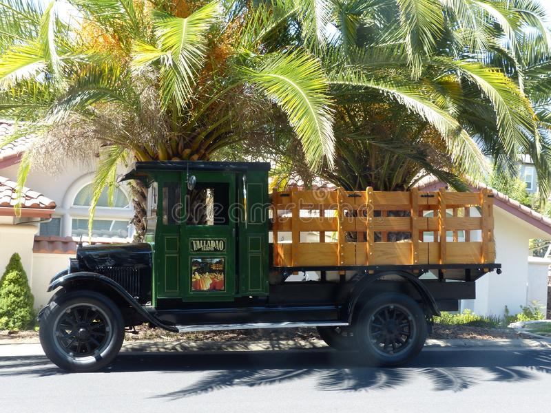 1926 Chevrolet furgonetka pod palmami obraz royalty free