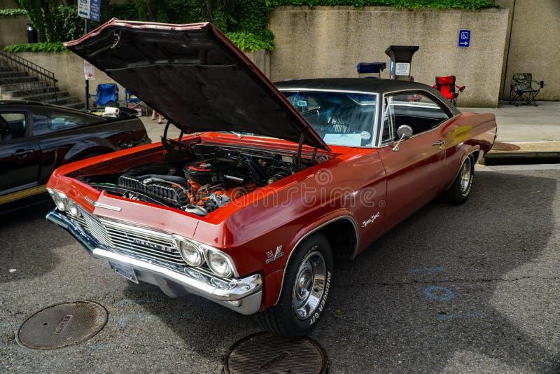 1965 Chevrolet-Impala SS met een Zwart Dak royalty-vrije stock fotografie