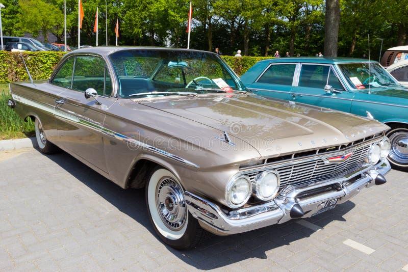 Chevrolet- Impalacoupé 1961 stockfotos