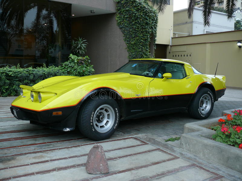 Chevrolet-Korvetsportwagen in San Isidro, Lima stock afbeelding