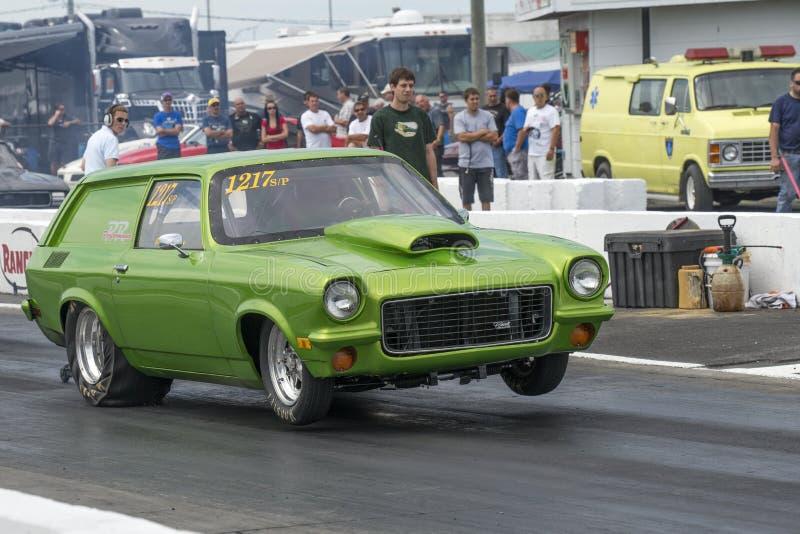 Download Chevrolet Vega imagen editorial. Imagen de fricción, cuadro - 42441920