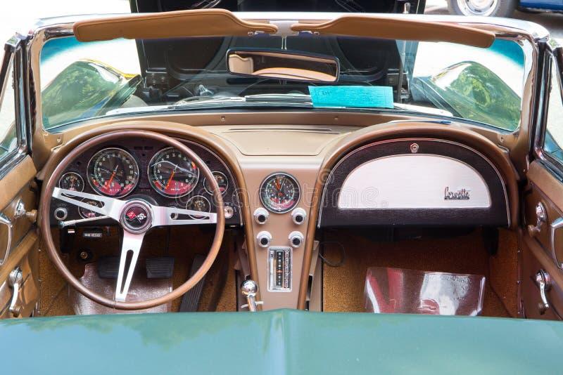 Chevy Corvette Dashboard 1967 royaltyfria bilder