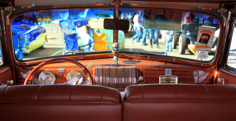Chevy Special Deluxe Convertible 1940 : tableau de bord photographie stock