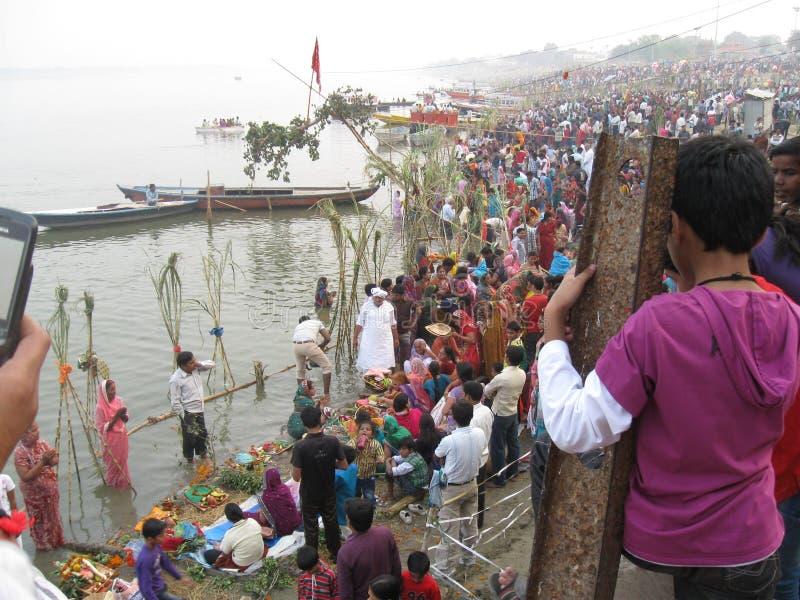 Chhath festival, Ganges River, Varanasi, Indien royaltyfria foton