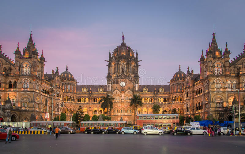 Chhatrapati Shivaji Terminus no por do sol imagens de stock royalty free