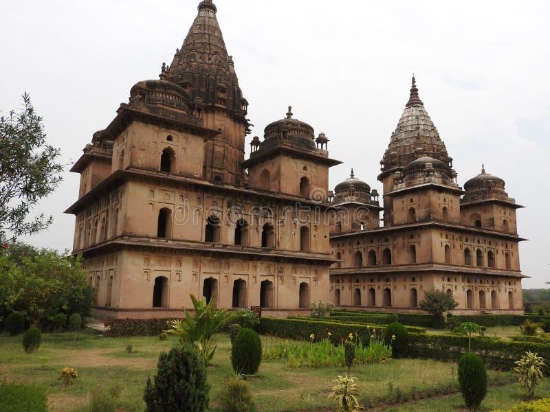 Chhatri, día claro, Orchha, Madhya Pradesh, la India imagen de archivo