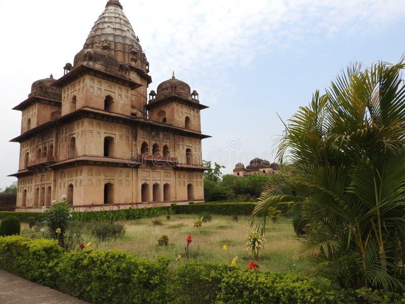 Chhatri, día claro, Orchha, Madhya Pradesh, la India fotos de archivo