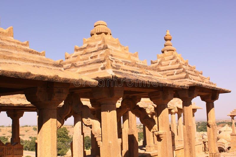 Chhatris real o cenotafio de Bada Bagh imagen de archivo