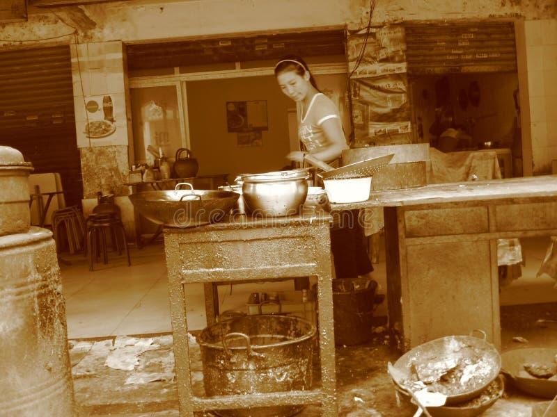 Chińczycy, azjatykci fast food, Chińska kawiarnia na ulicie zdjęcie stock