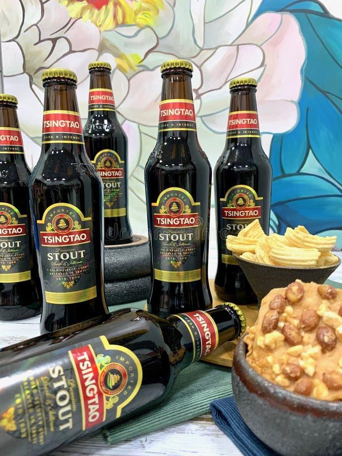 Chińczyk, tradycyjny, alkoholiczny napój, - piwo obrazy royalty free