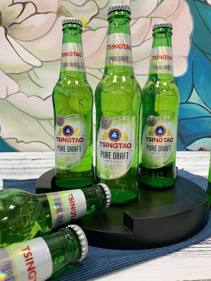 Chińczyk, tradycyjny, alkoholiczny napój, - piwo zdjęcia royalty free