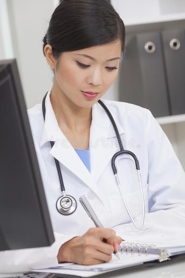 chińczyka doktorski szpitalny biurowy kobiety writing zdjęcie stock