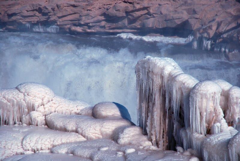 Chińczyka Hukou siklawy marznięcie w zimie fotografia stock