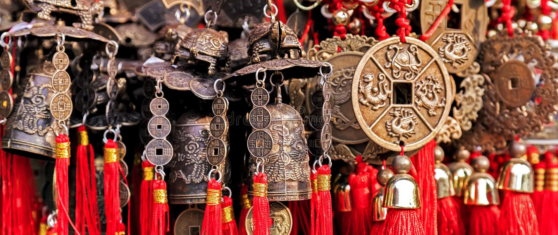 Chińczyka wiatrowego dzwonu brązowy amulet fotografia stock