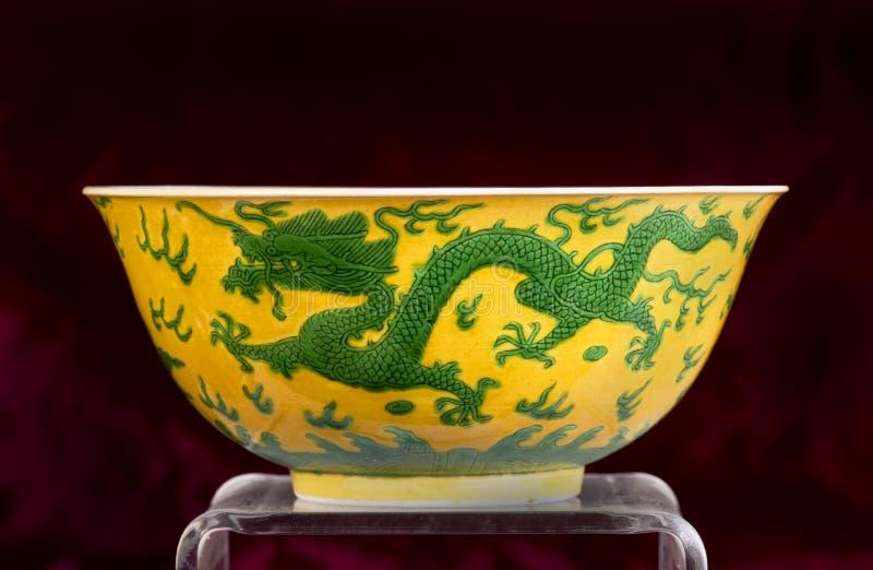 Chińczyka zielony i żółty smoka puchar obraz royalty free