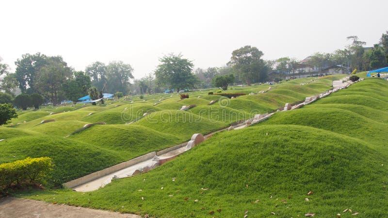 Chińscy cmentarza, kopa i skłon trawy grób chiński cmentarz, fotografia stock