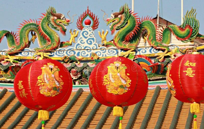 Chińscy lampiony przed Buddyjską świątynią w Bangkok zdjęcie royalty free