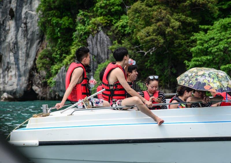 Chińscy turyści na łodzi motorowej obrazy stock