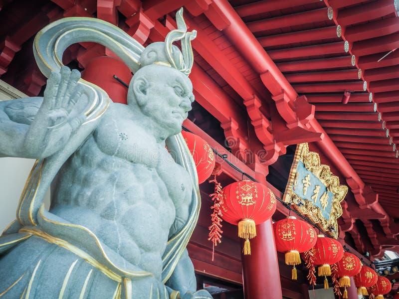 Chińska boga kamienia statua przed Buddha zębu relikwii świątynią zdjęcia royalty free