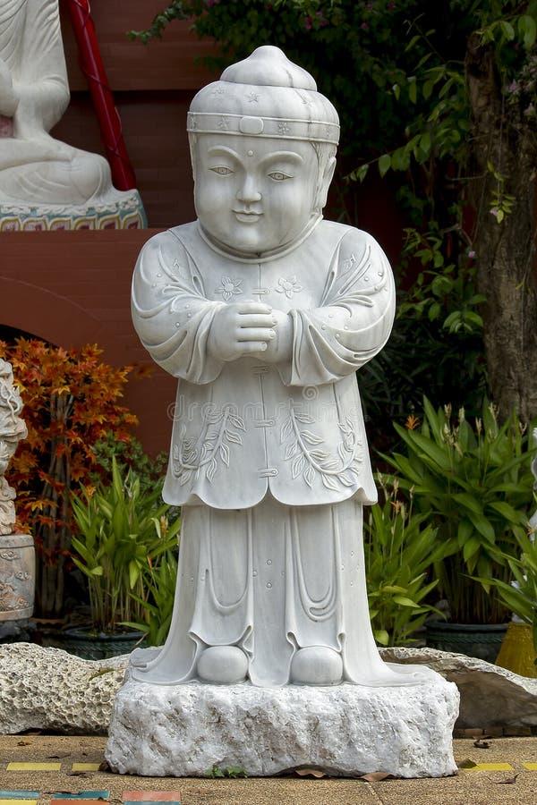 Chińska dziecko statua Świątynny Bangkok Rzeźbił od marmuru fotografia stock