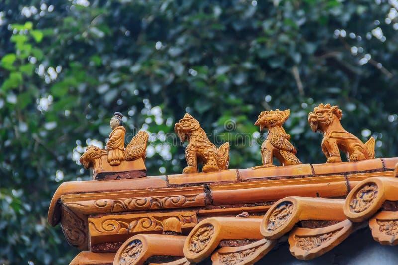 Chińska imperiału dachu dekoracja jedzie myto i Phoenix mężczyzna obrazy stock