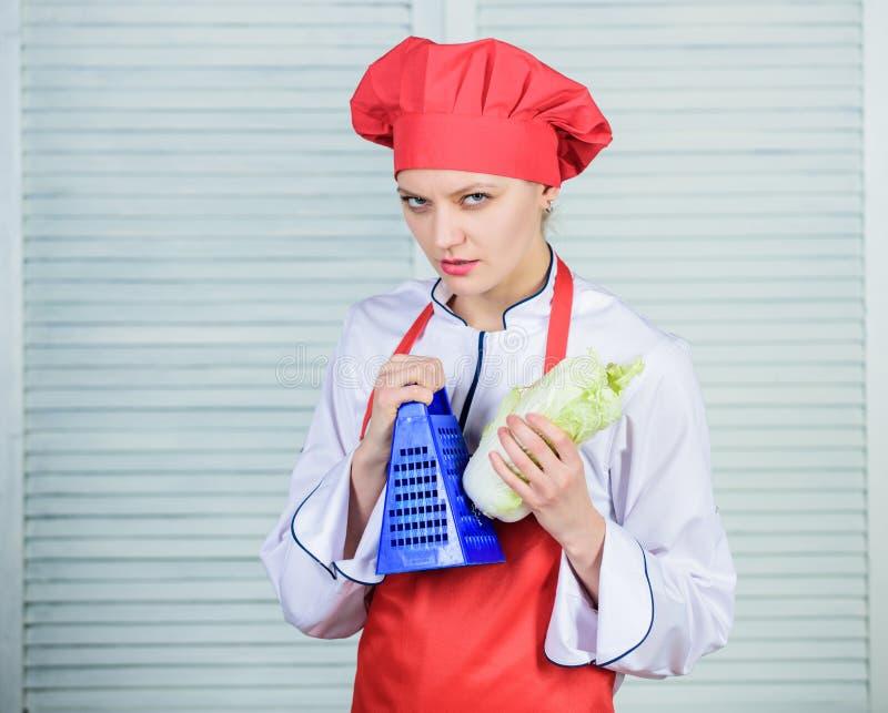 Chińska kapusta kucharz w restauracji, mundur Dieting i witamina kulinarna kuchnia Organicznie i jarski zdjęcie stock