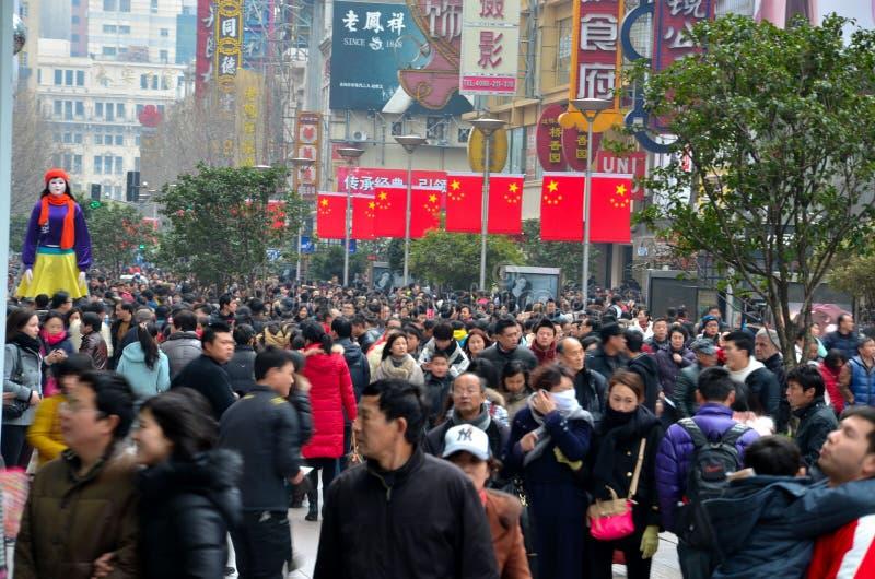 Chińska kupujący chmary Szanghaj Nanjing droga fotografia royalty free