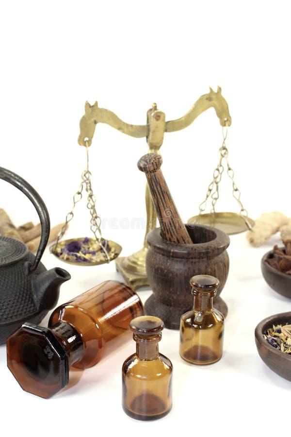 Chińska medycyna z moździerzem i teapot fotografia stock