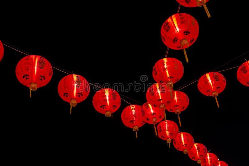 Chińska nowy rok dekoracja--Czerwoni lampiony na tylnym tle zdjęcia stock