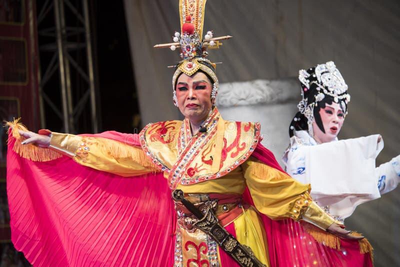 Chińska opera wykonująca na scenie przy Yaowarat aug 12, 2015 w półdupkach obrazy stock