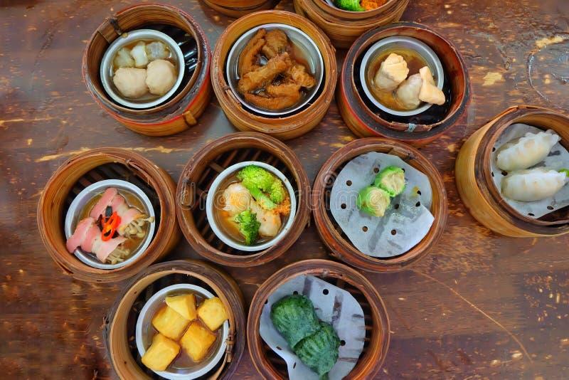 Chiński jedzenie, A wiele jakby Dim Sum w bambusowym koszu zdjęcie stock