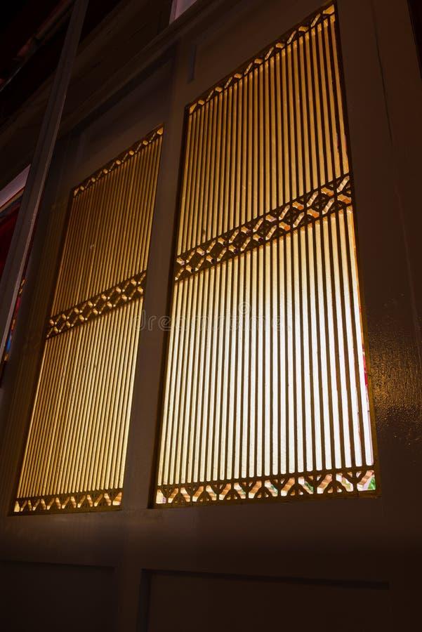 Chiński klasyczny drewniany budynek: sztuki okno obrazy royalty free